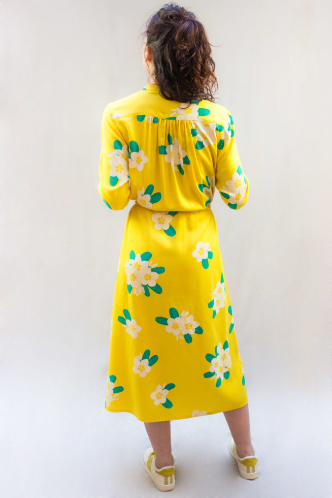 coco-friendly-robes-longue-jaune-back