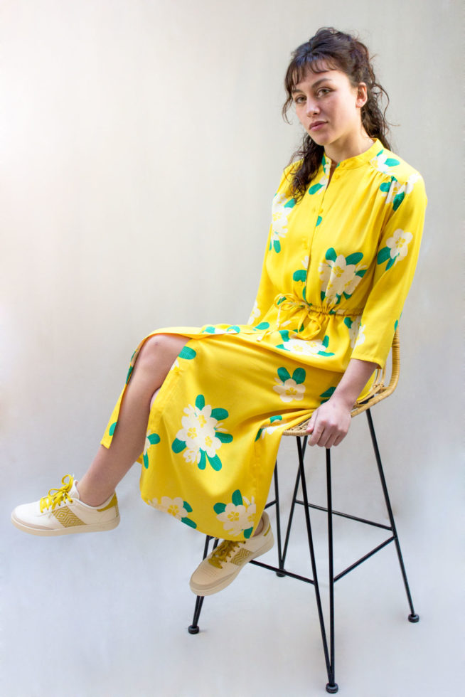 coco-friendly-robes-longue-jaune-front-2