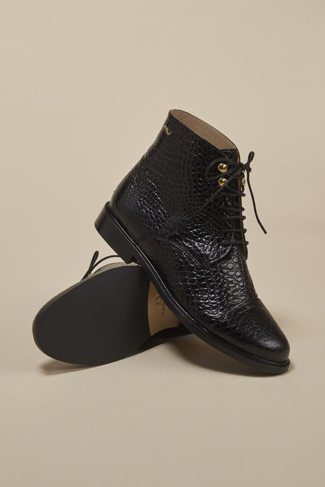 coco-friendly-bottines-cuir-croco-noir-oeillets-dorés