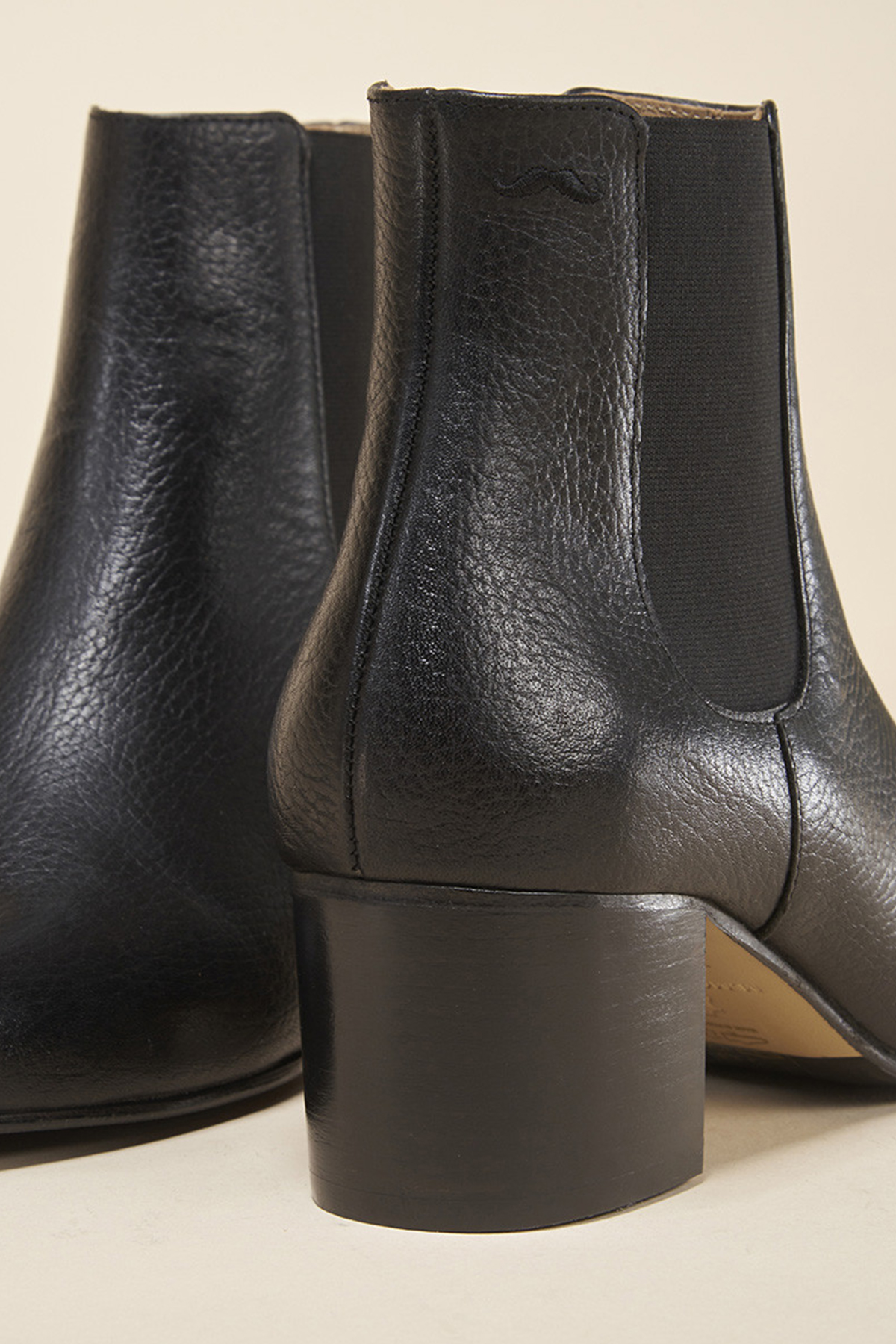 coco-friendly-bottines-cuir-graine-noir-talon-detail